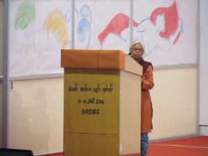 Comrade Meenakshy making a formal announcement of the beginning of the seminar